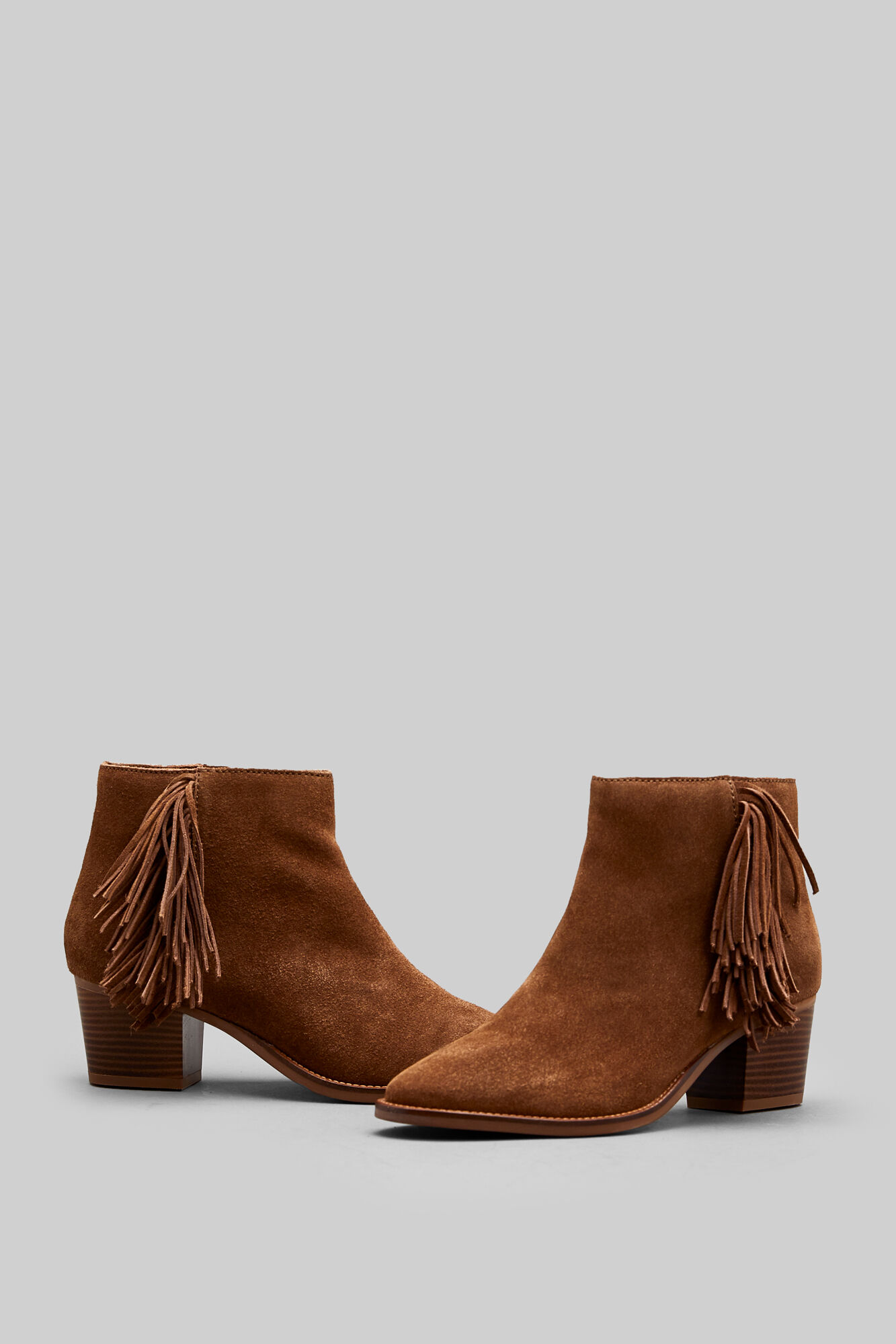 01a8f962 Botín serraje flecos | Zapatos | Springfield
