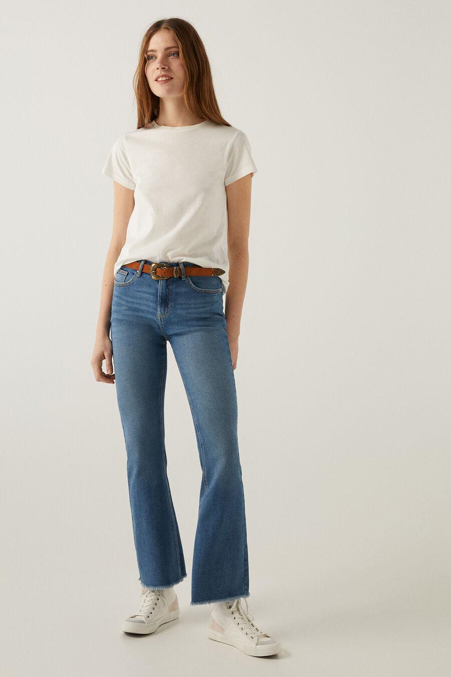 Artikel klicken und genauer betrachten! - Jeans mit taschen vorne und hinten, mit ausgestelltem hosenbein, unten ausgefranst. Ausgefranste bootcut jeans springfield   im Online Shop kaufen