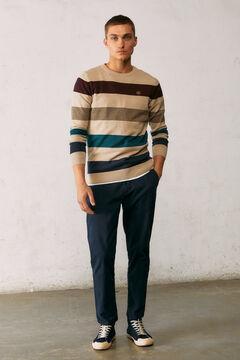 Conjunto de camisola e calças de chino