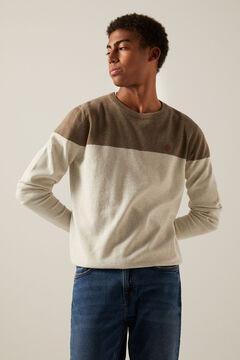 Conjunto de camisola e jeans fit