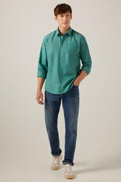 Conjunto de camisa verde e ganga de ajuste fino