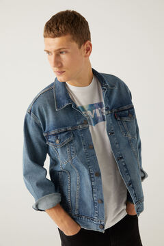 Denim jacket, T-shirt and skinny jeans set