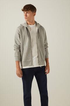 Conjunto básico de camisola aberta e calças de ganga slim
